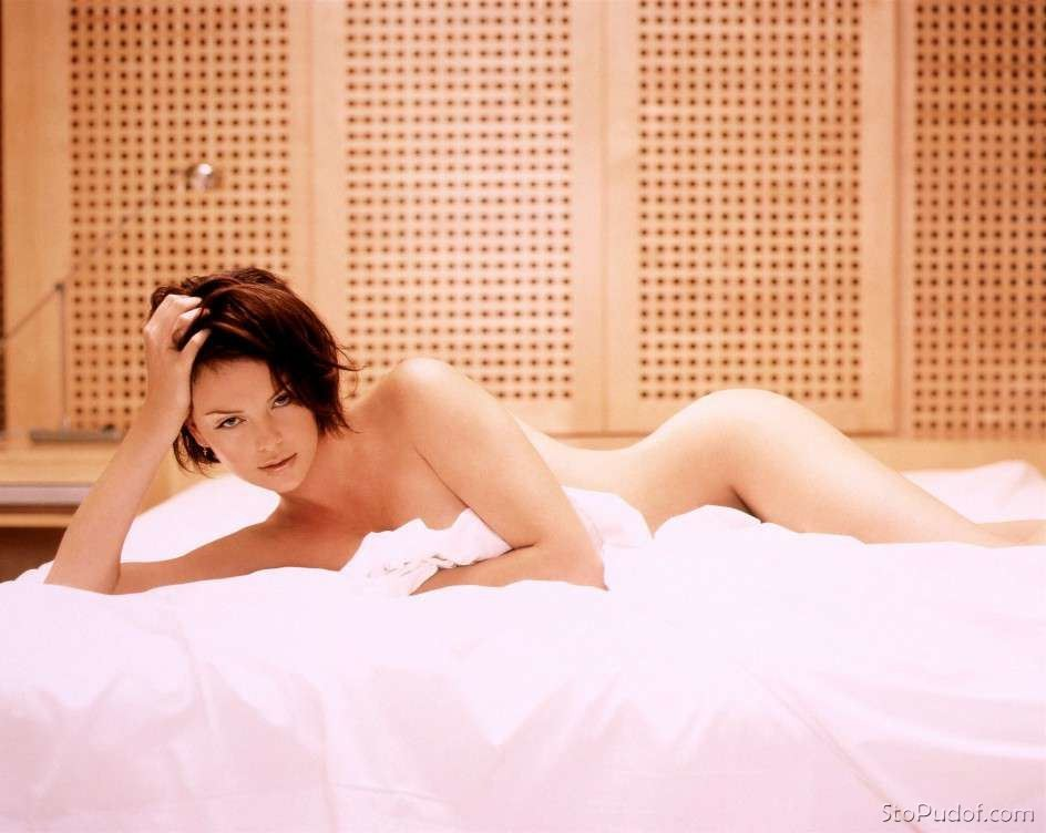 Charlize Theron hot naked photos - UkPhotoSafari
