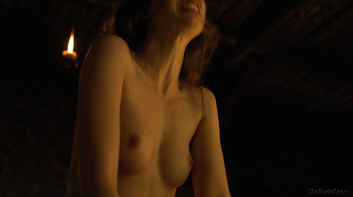 Charlotte Hope in the nude - UkPhotoSafari