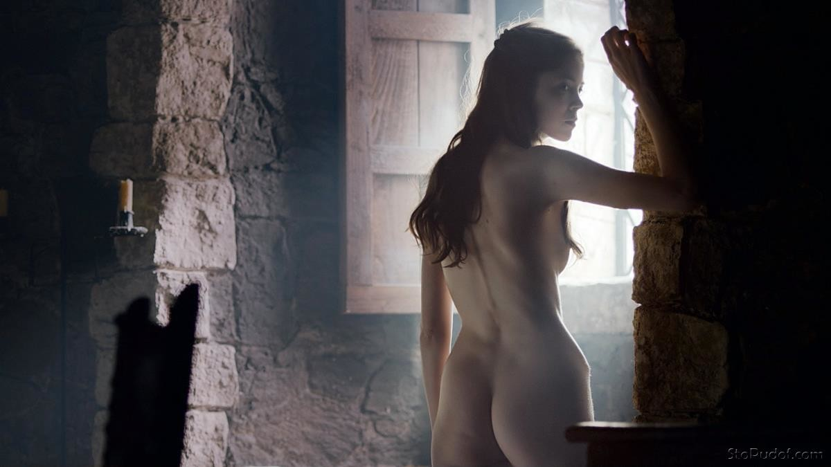 Charlotte Hope latest nude pictures - UkPhotoSafari