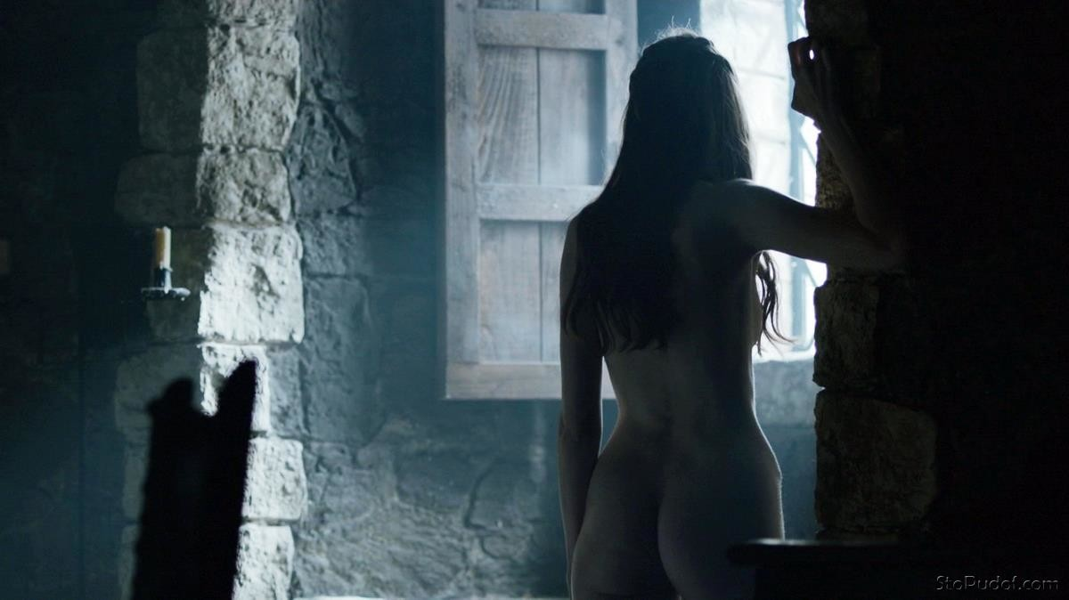 Charlotte Hope naked breast - UkPhotoSafari