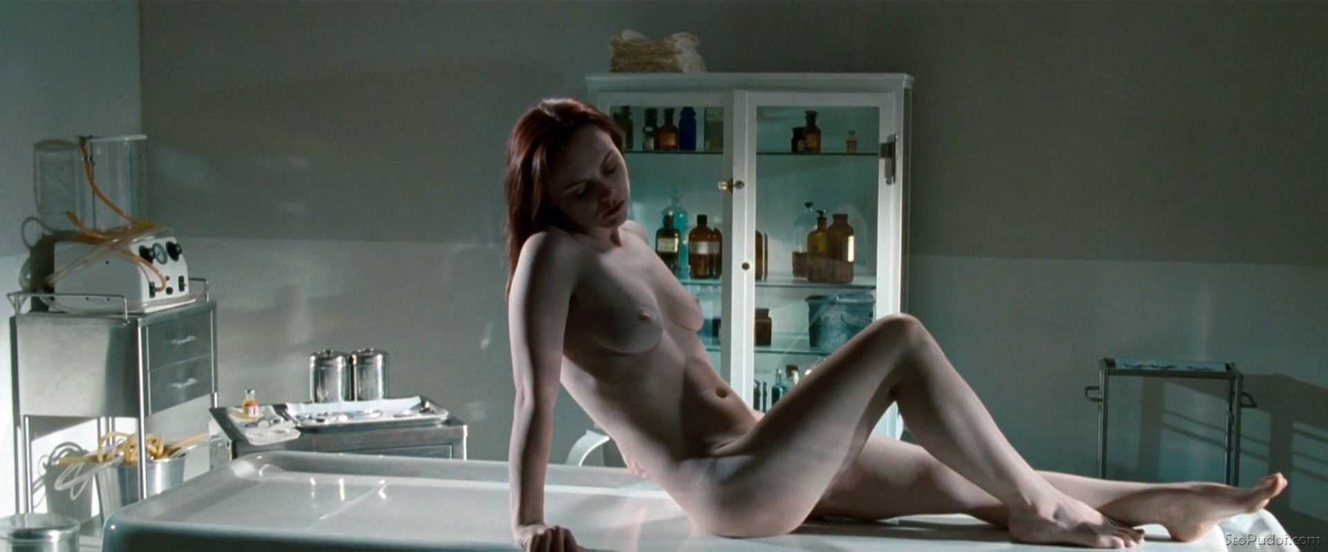 Christina Ricci bare naked - UkPhotoSafari
