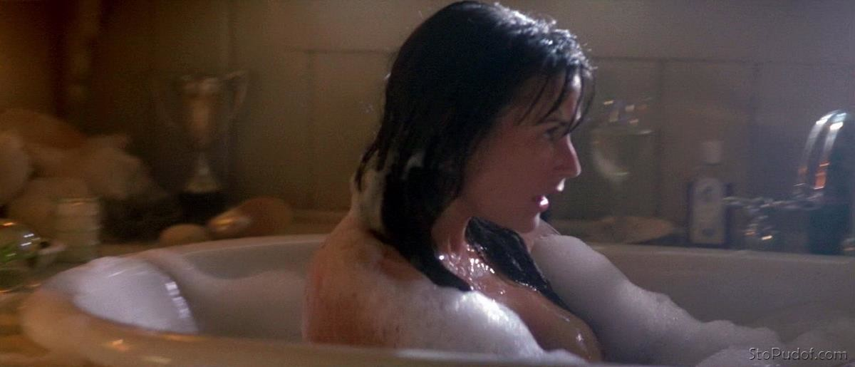Demi Moore nude photo site - UkPhotoSafari
