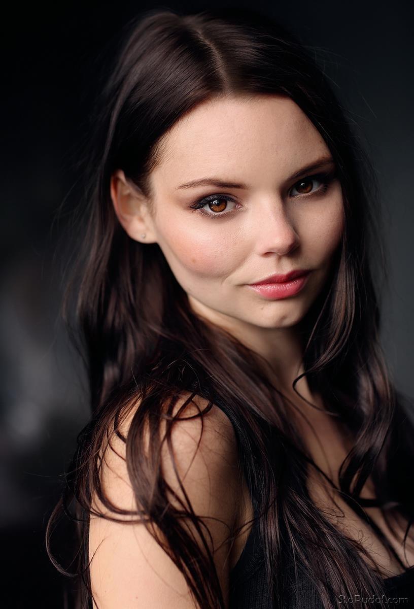 Eline Powell Nude Pics 2021