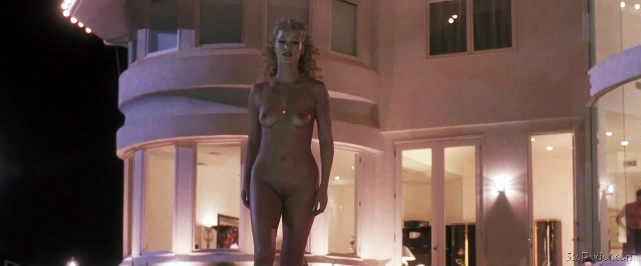 Elizabeth Berkley naked boobs - UkPhotoSafari