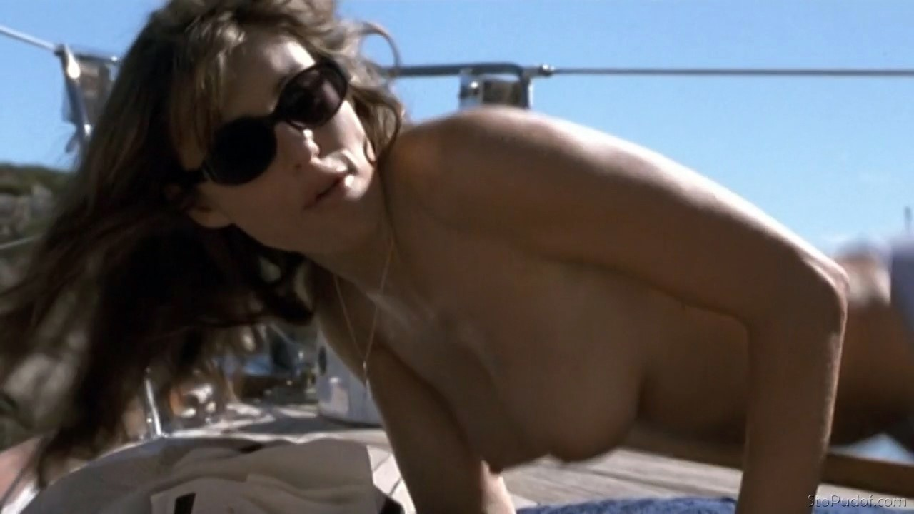 Elizabeth Hurley caught naked - UkPhotoSafari