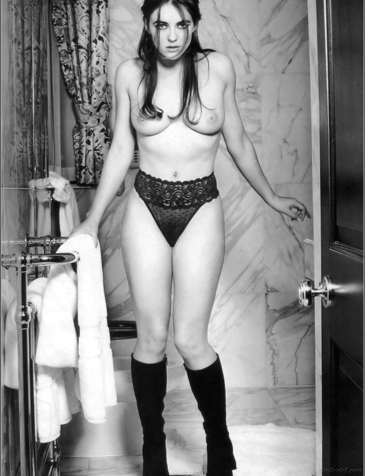 Elizabeth Hurley nude photo view - UkPhotoSafari