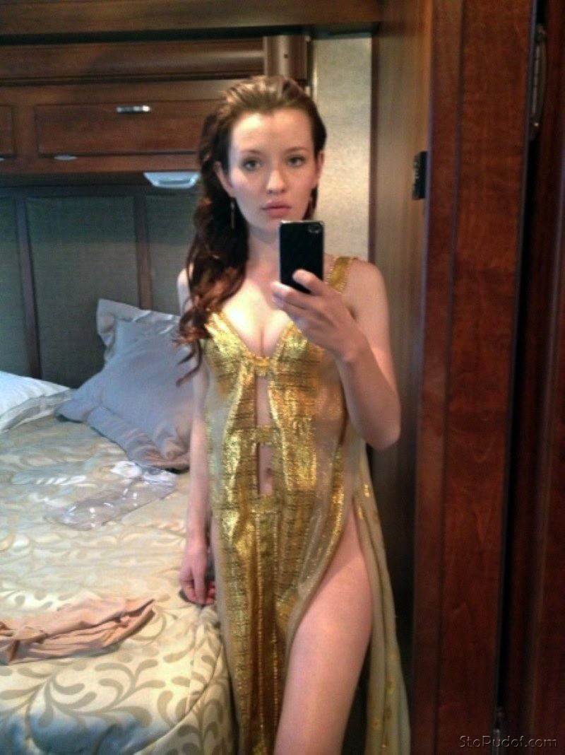 Emily Browning nudes real pictures - UkPhotoSafari