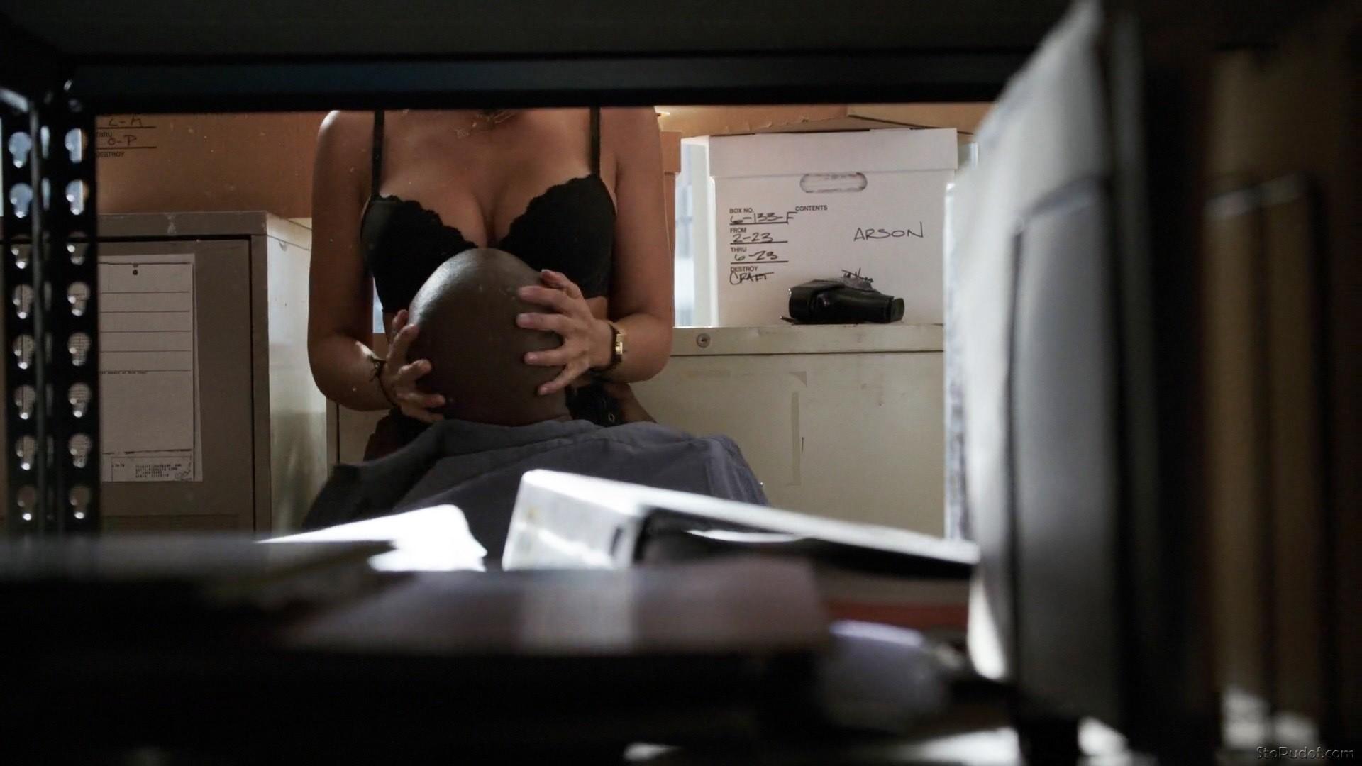 Sexy Emmanuelle Chriqui Nude Tits