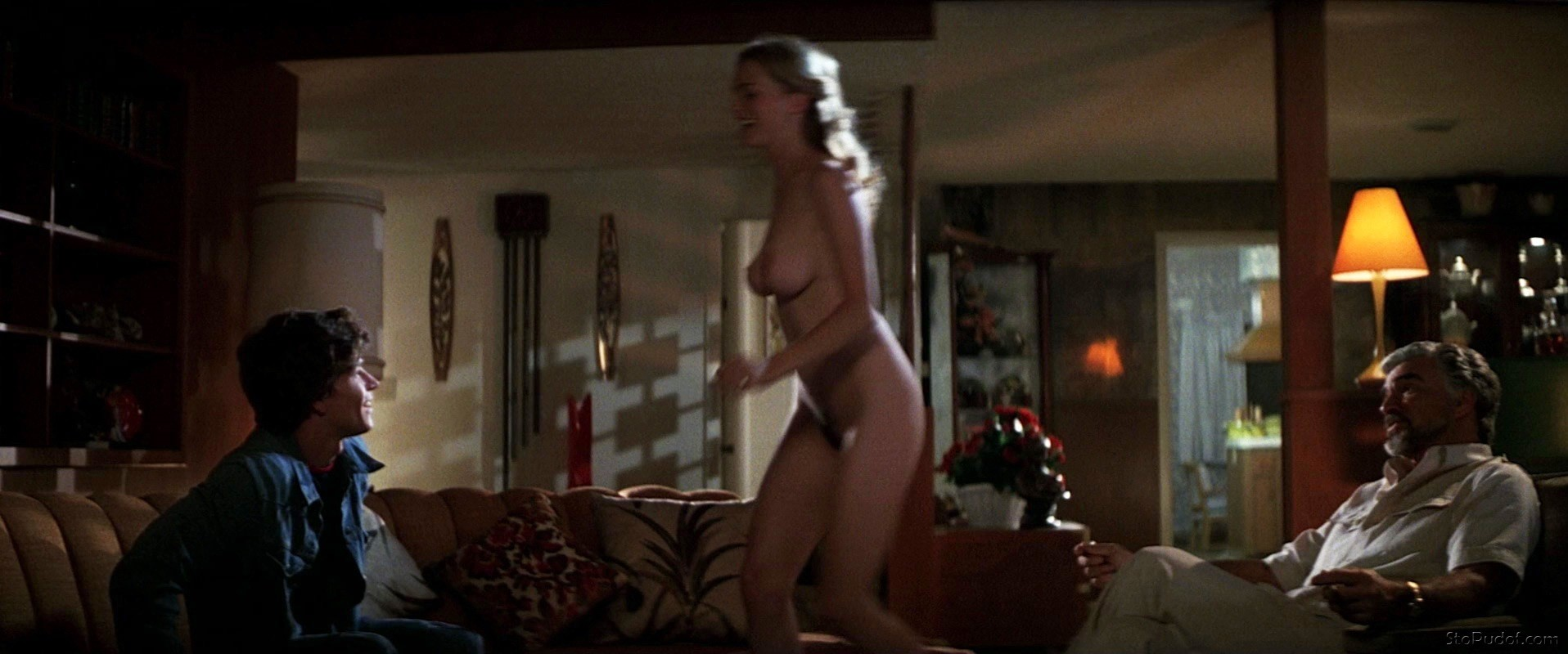 Heather Graham naked tits - UkPhotoSafari
