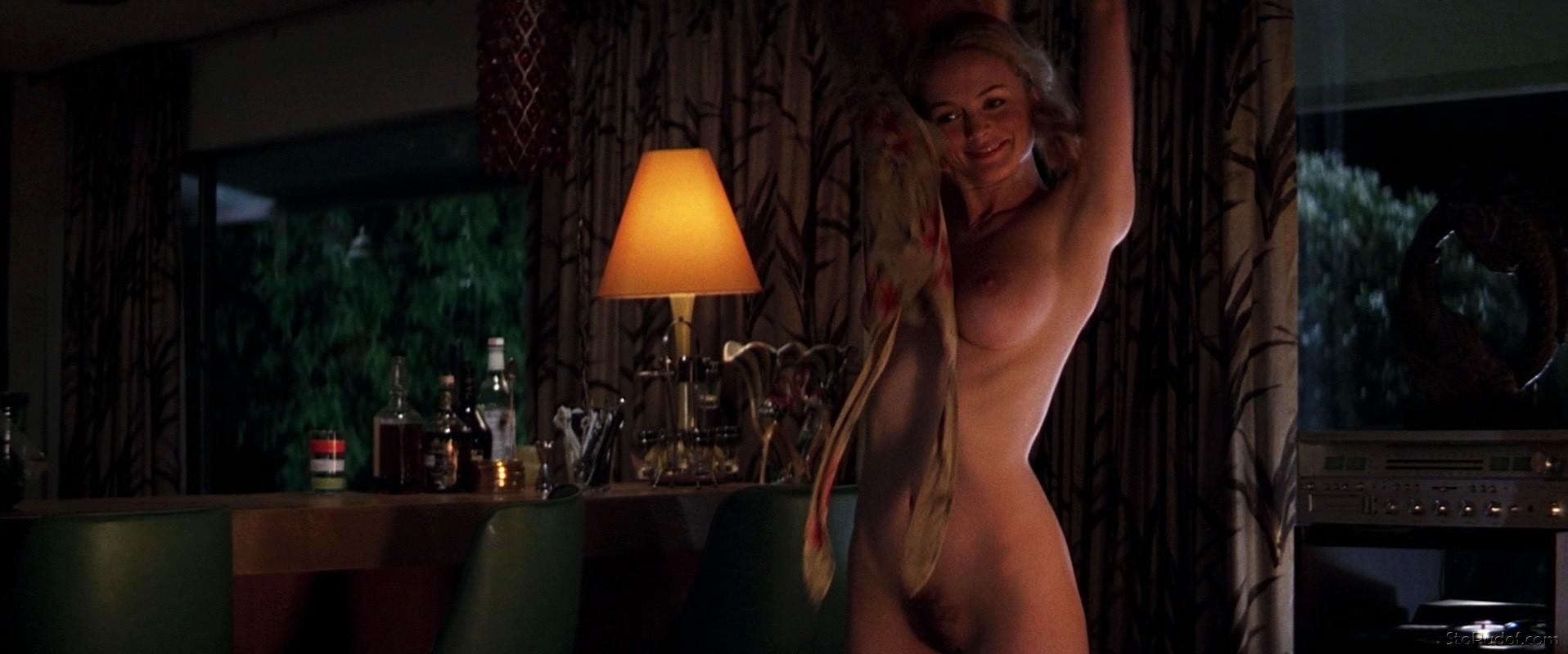 Heather Graham nude pictures shown - UkPhotoSafari
