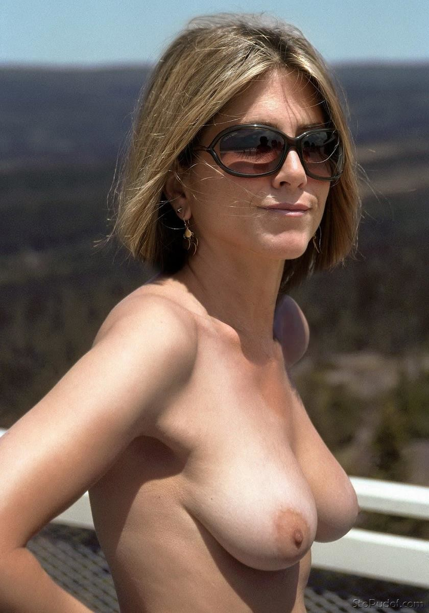 Jennifer Aniston bare naked - UkPhotoSafari