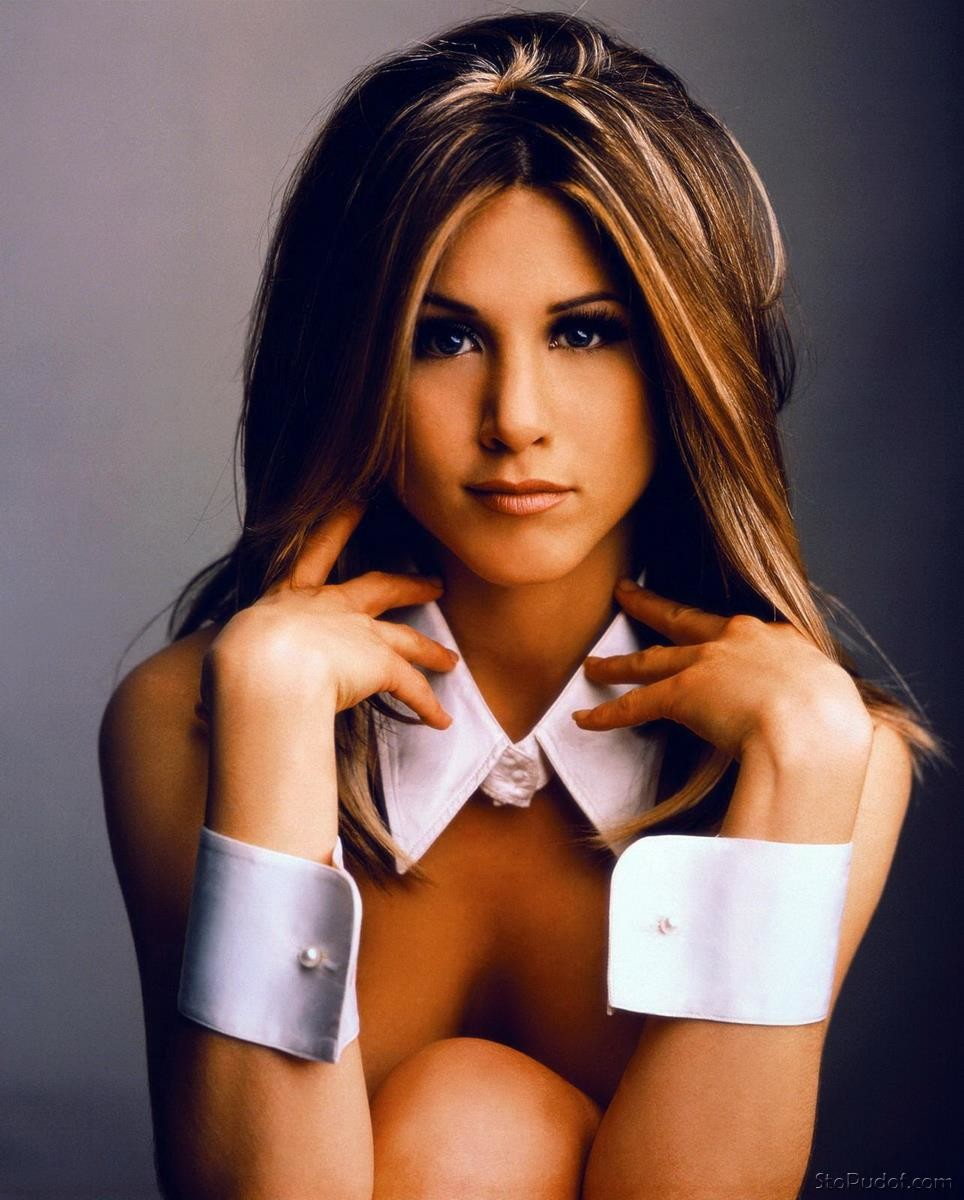 Jennifer Aniston cell phone nude - UkPhotoSafari