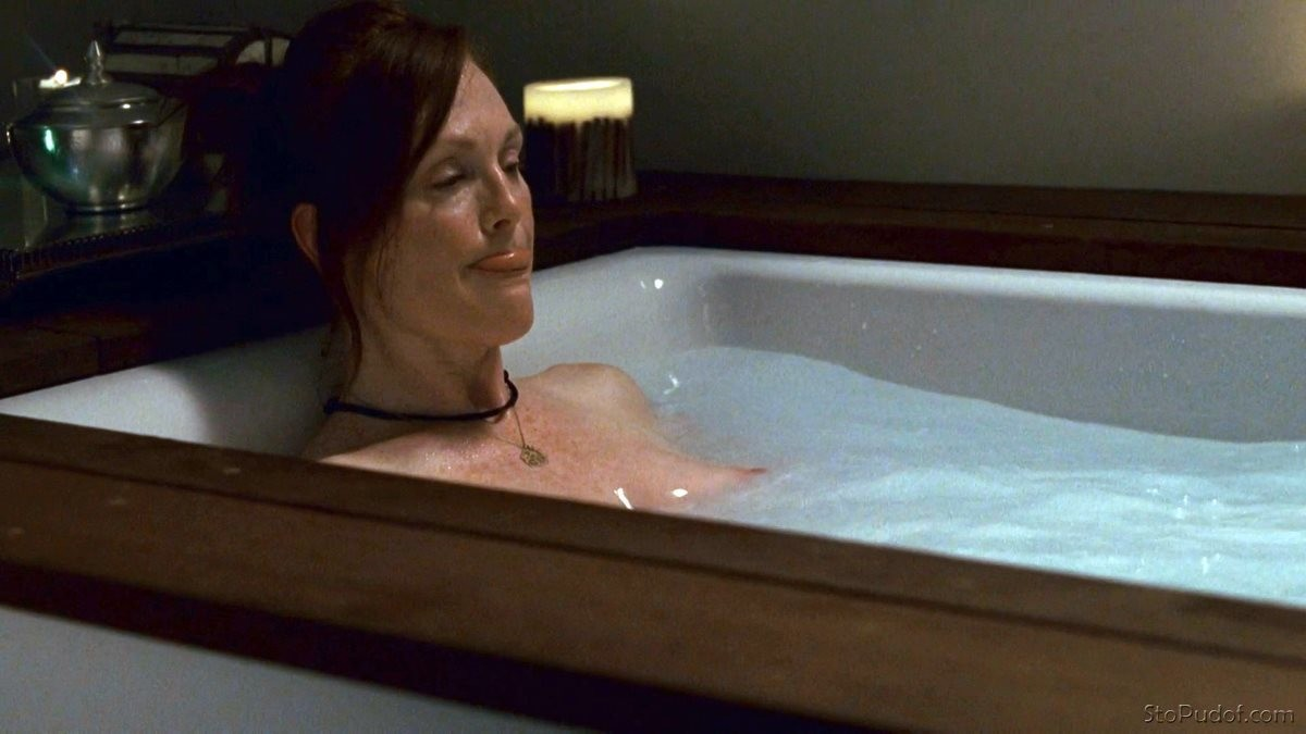 Julianne Moore nude pics official - UkPhotoSafari