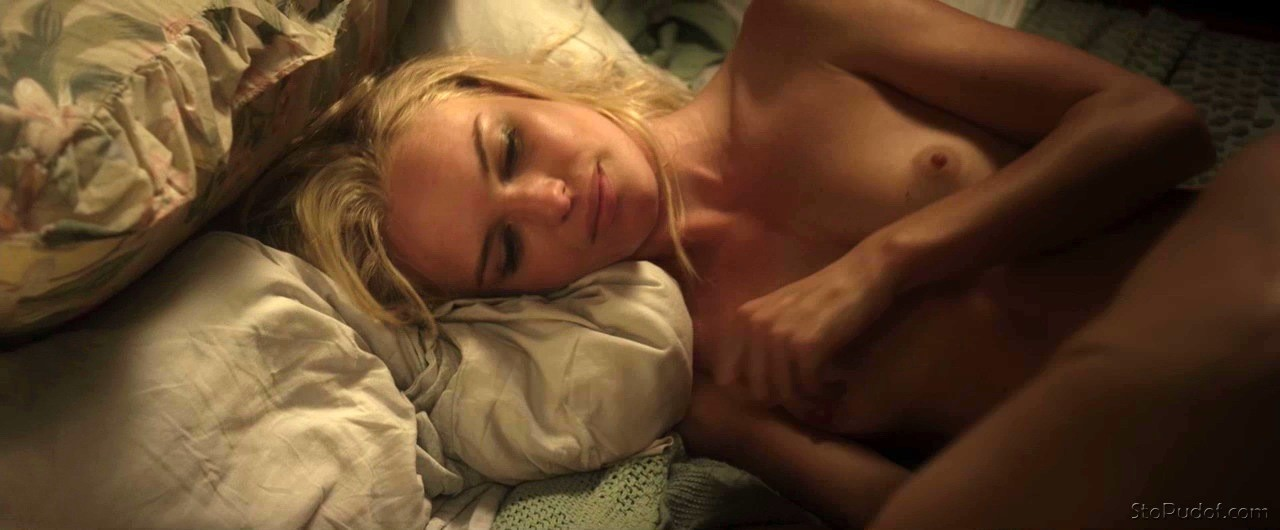 Kate bosworth flashes her shaved pussy
