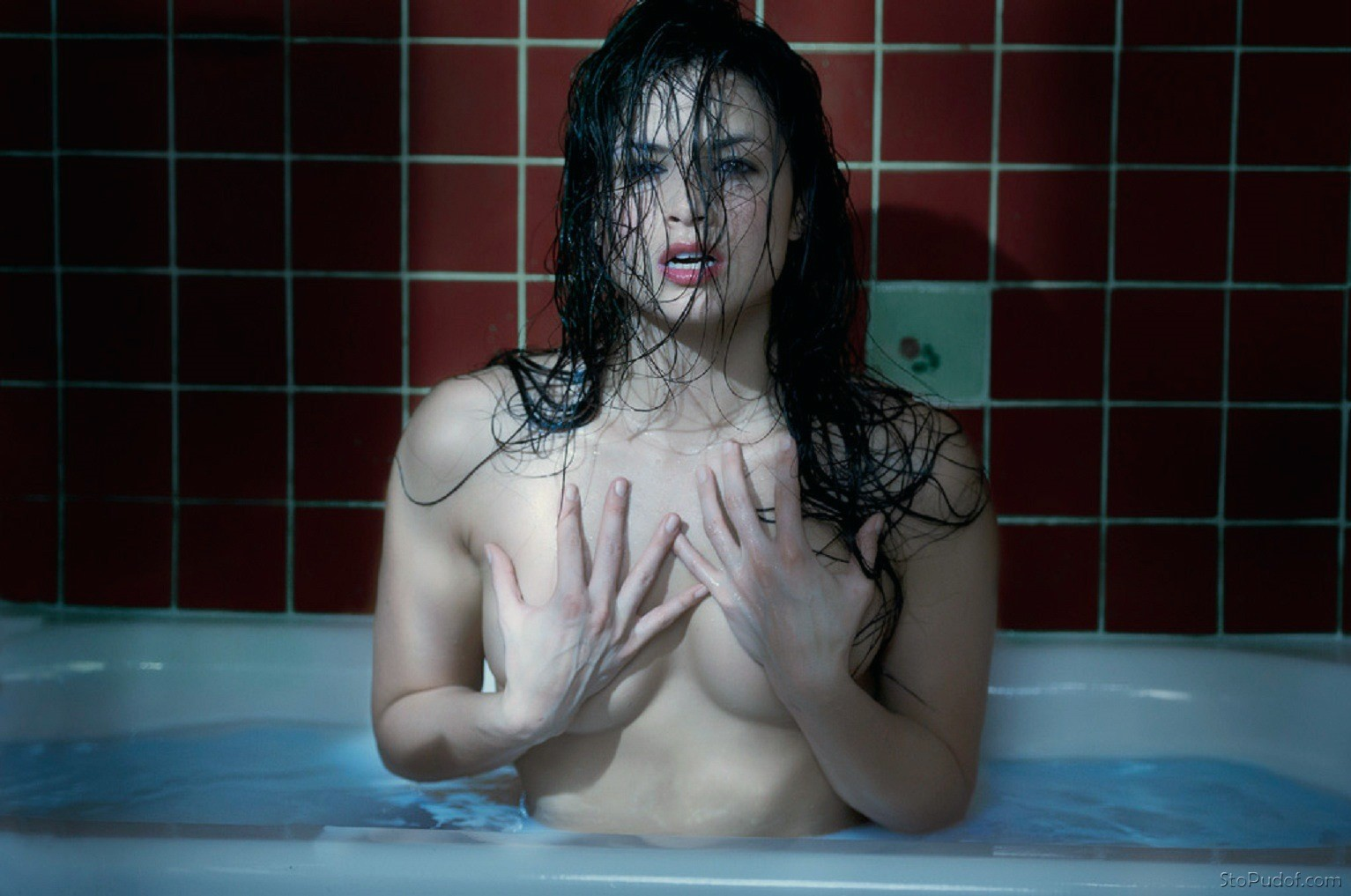 Katrina Law nude body paint - UkPhotoSafari