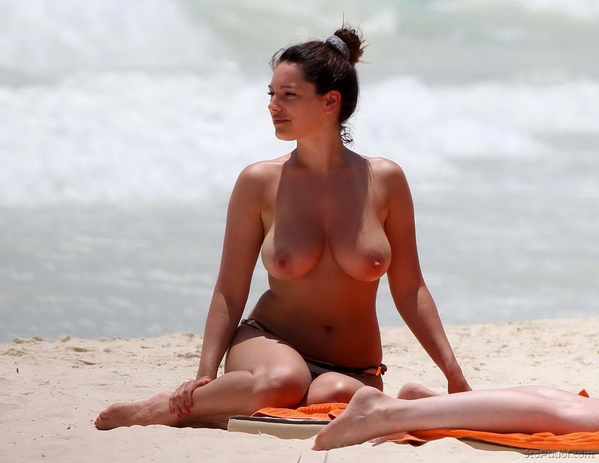 Kelly Brook nude photos available - UkPhotoSafari