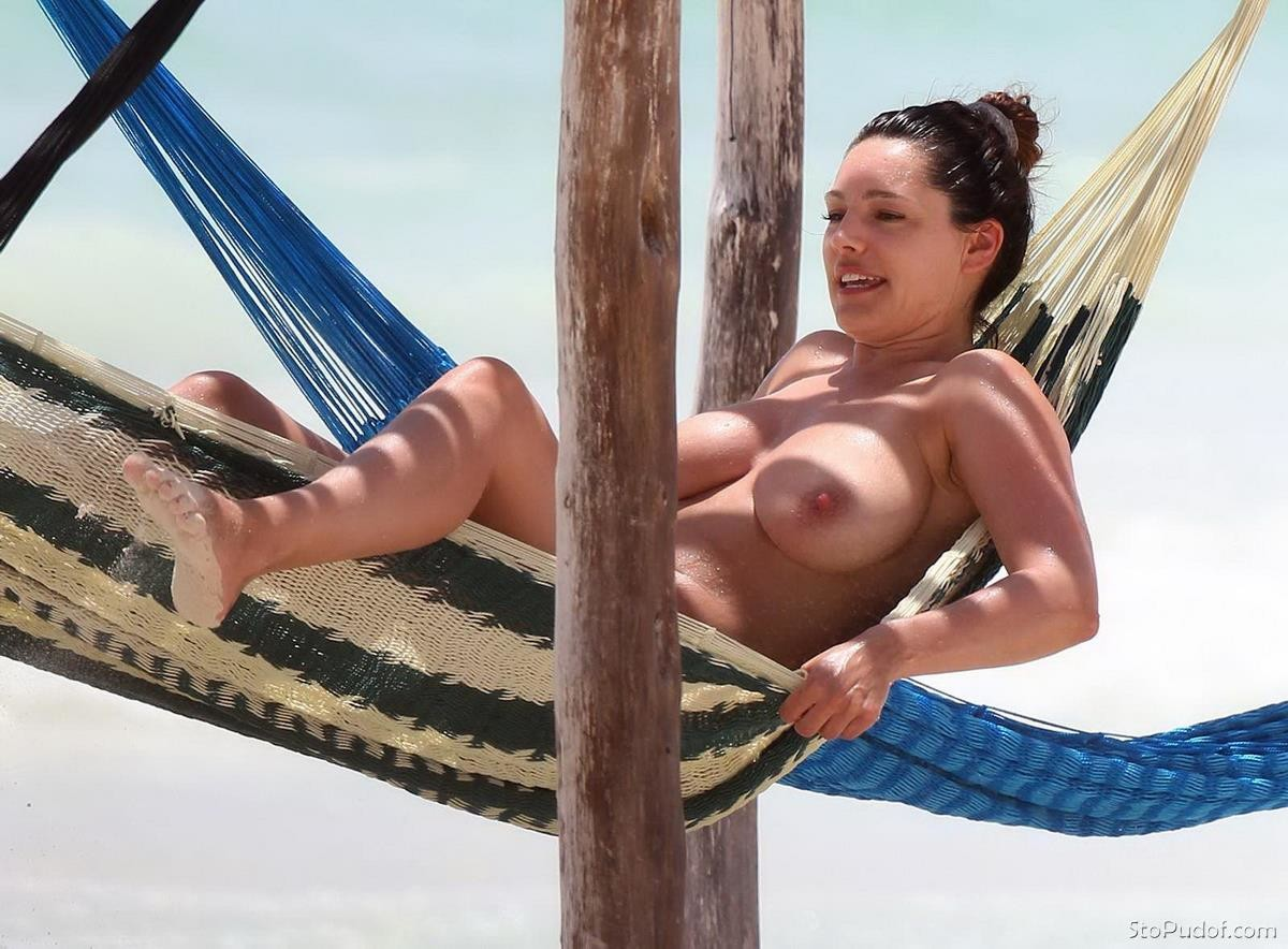 Kelly Brook official naked photos - UkPhotoSafari
