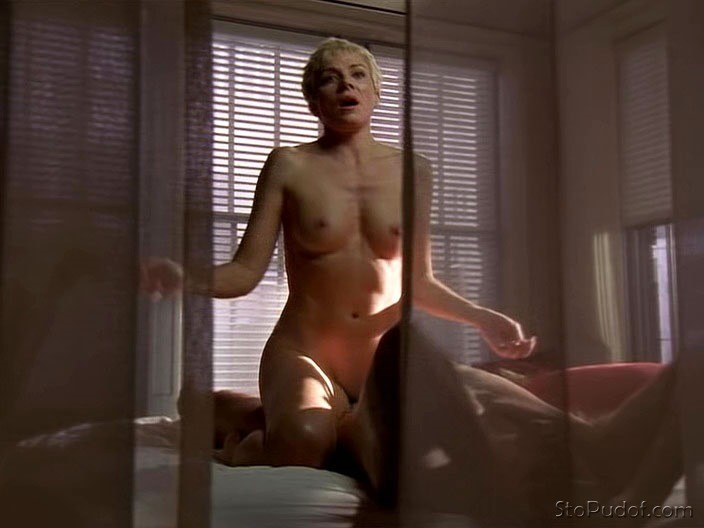 Kim Cattrall nude uncensored leaked photos - UkPhotoSafari
