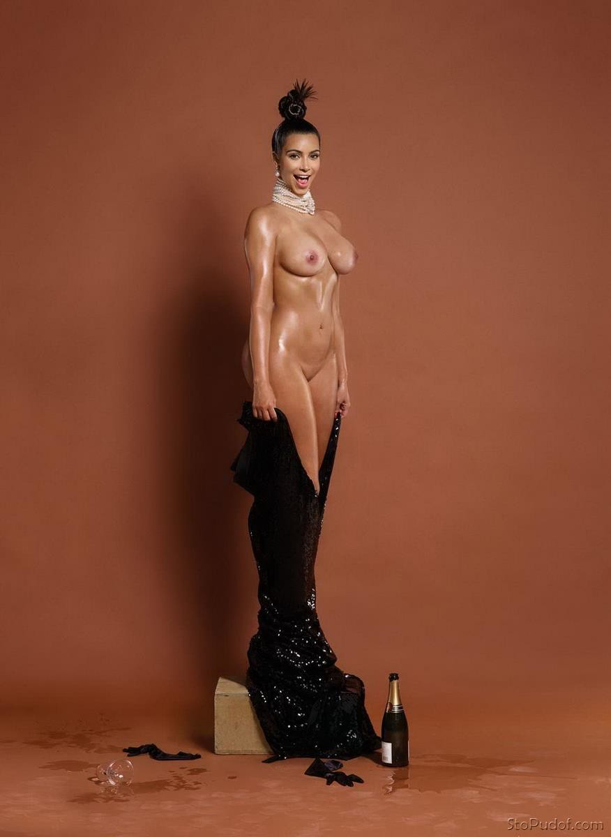 Kim Kardashian nude cellphone photos - UkPhotoSafari