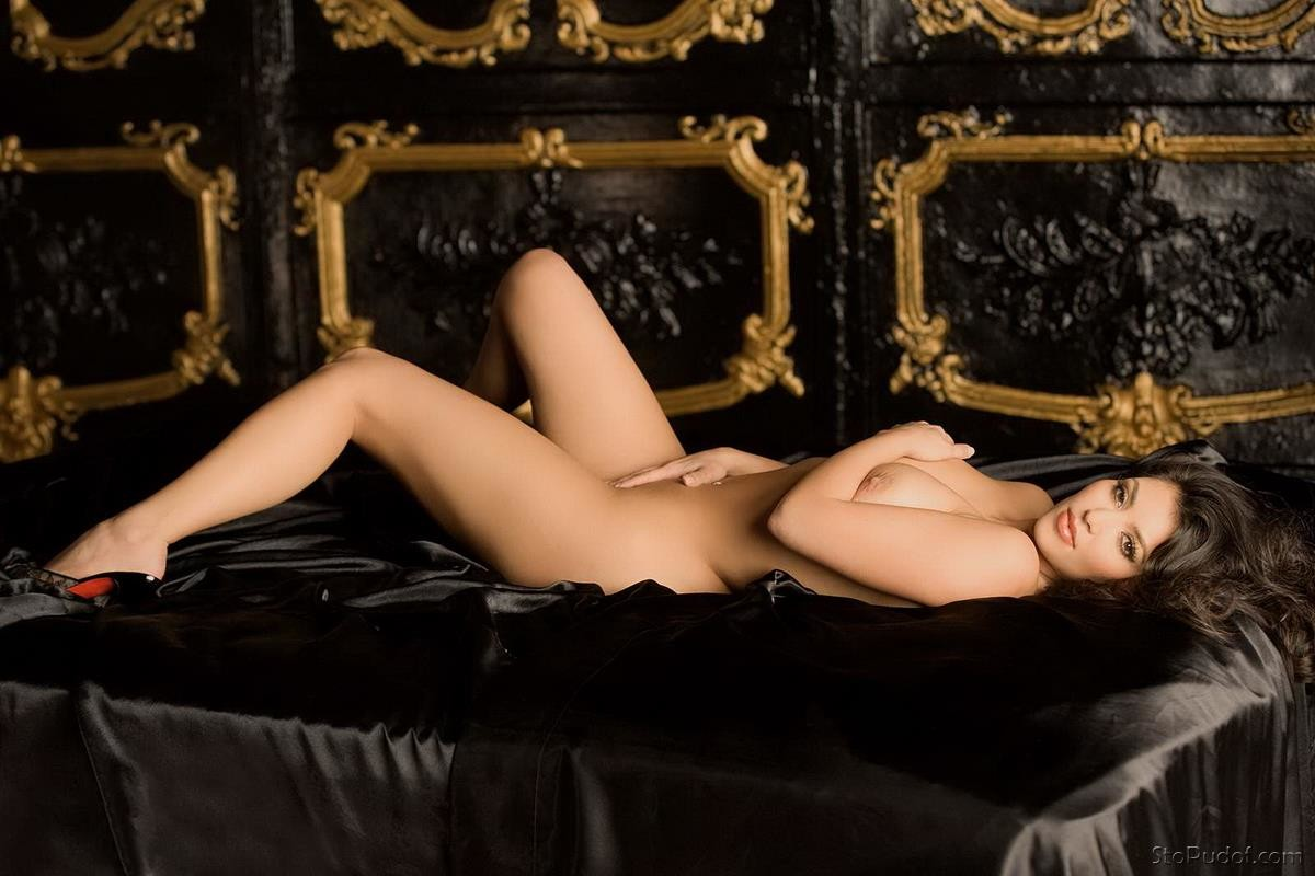 hot girl naked orsgam
