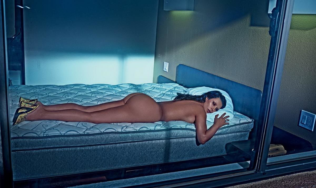 Kim Kardashian nude phone photos - UkPhotoSafari
