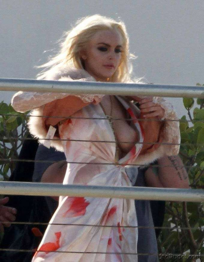 Lohan Nude Picture 28