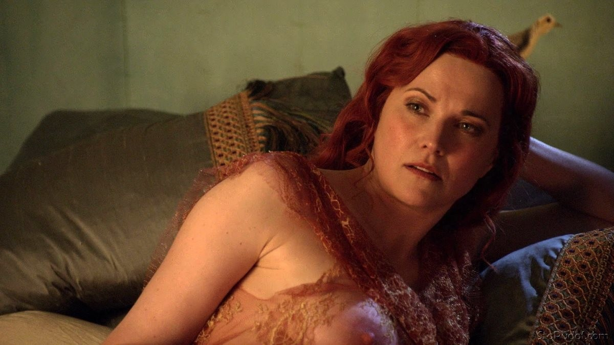 Lucy Lawless completely naked - UkPhotoSafari