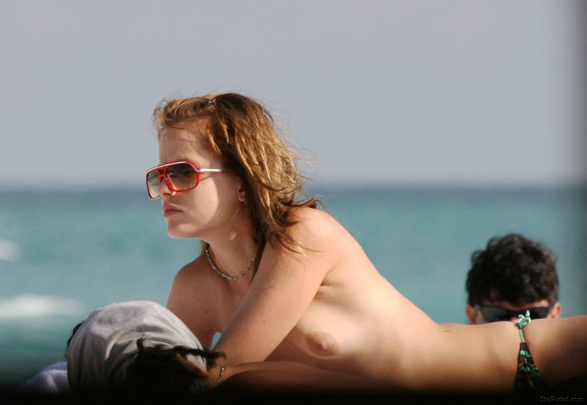 Mena Suvari naked celebrity photos - UkPhotoSafari