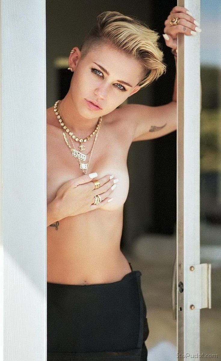 Miley Cyrus nude pictures leak - UkPhotoSafari
