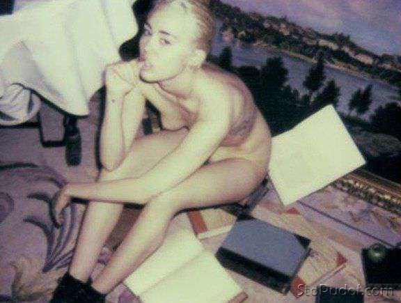 Miley Cyrus nude tape - UkPhotoSafari