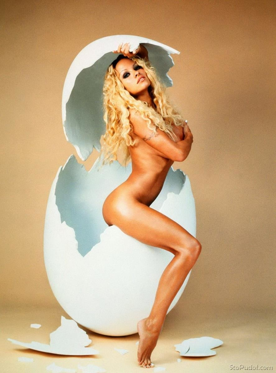 Pamela Anderson naked photos website - UkPhotoSafari