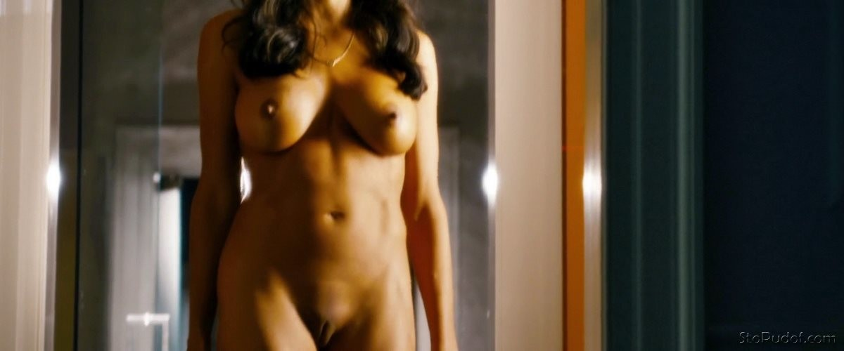 Rosario Dawson all naked - UkPhotoSafari