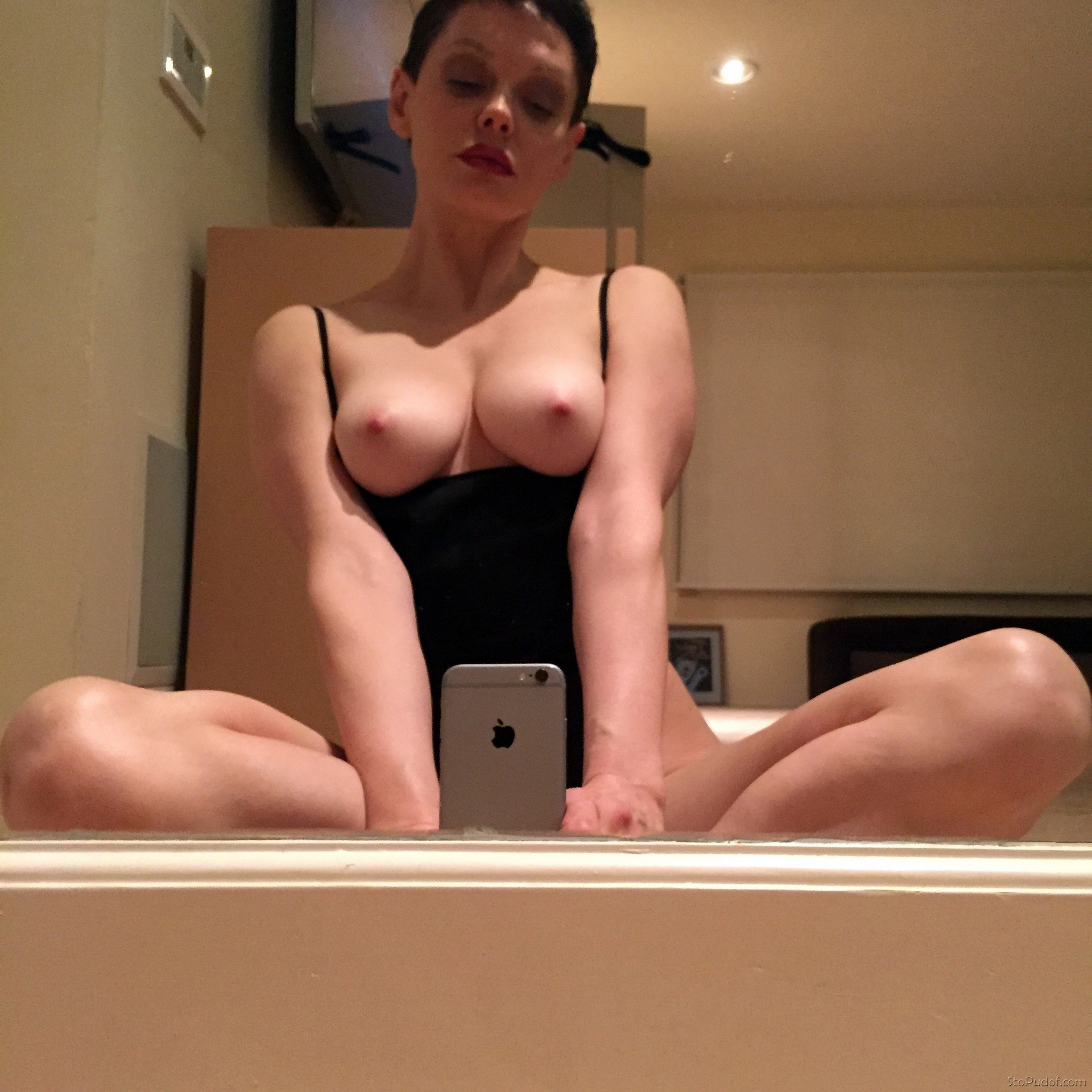 Rose McGowan naked pic - UkPhotoSafari