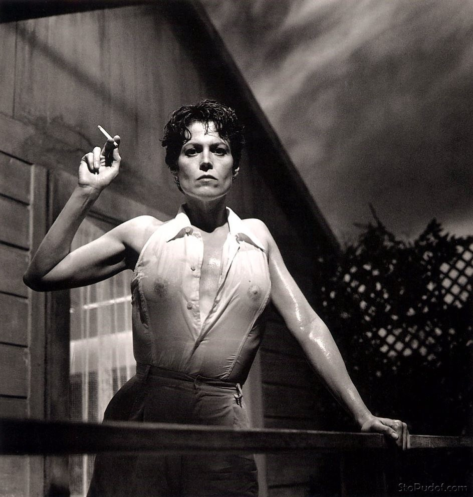 nude pictures of sigourney weaver