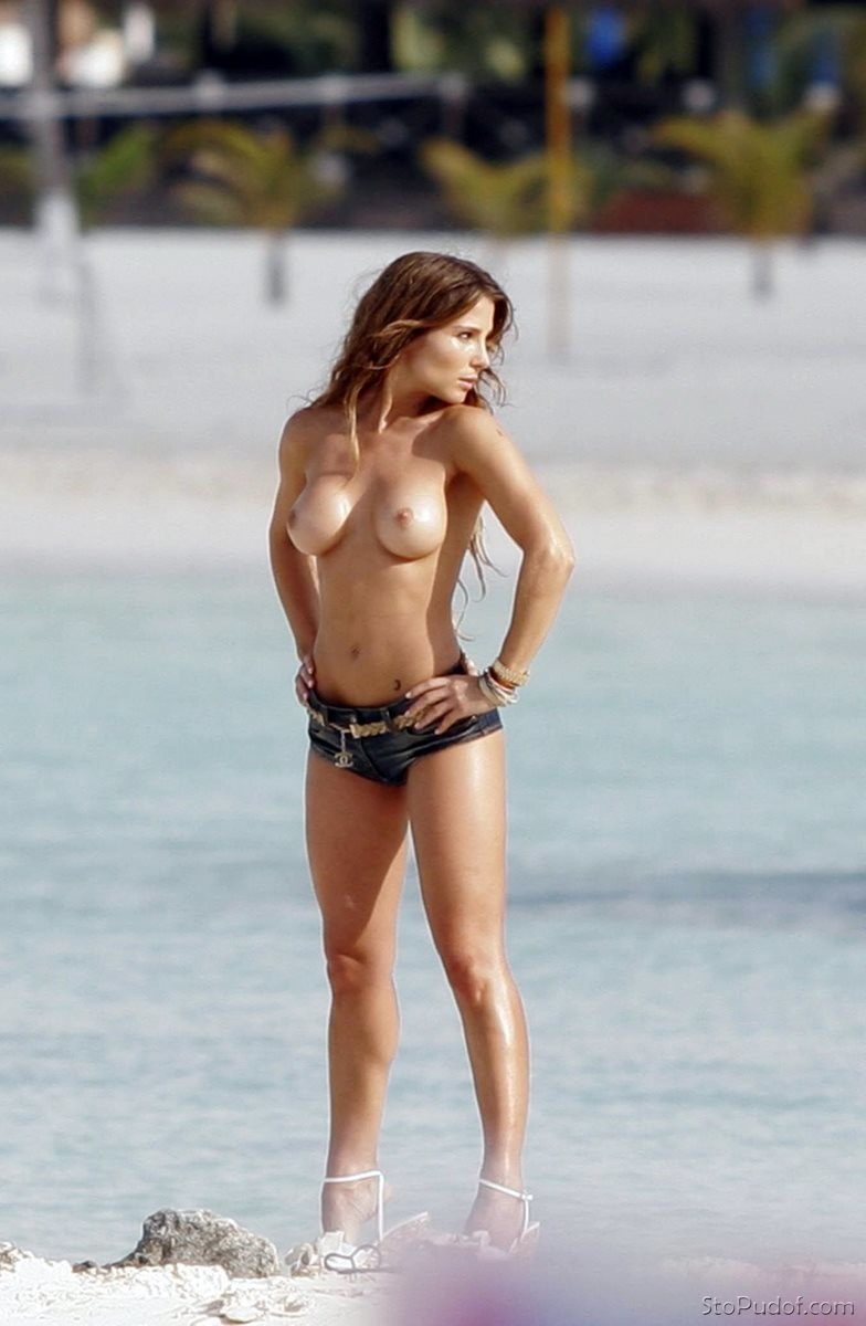 Sofía Vergara nude photo uncensored - UkPhotoSafari