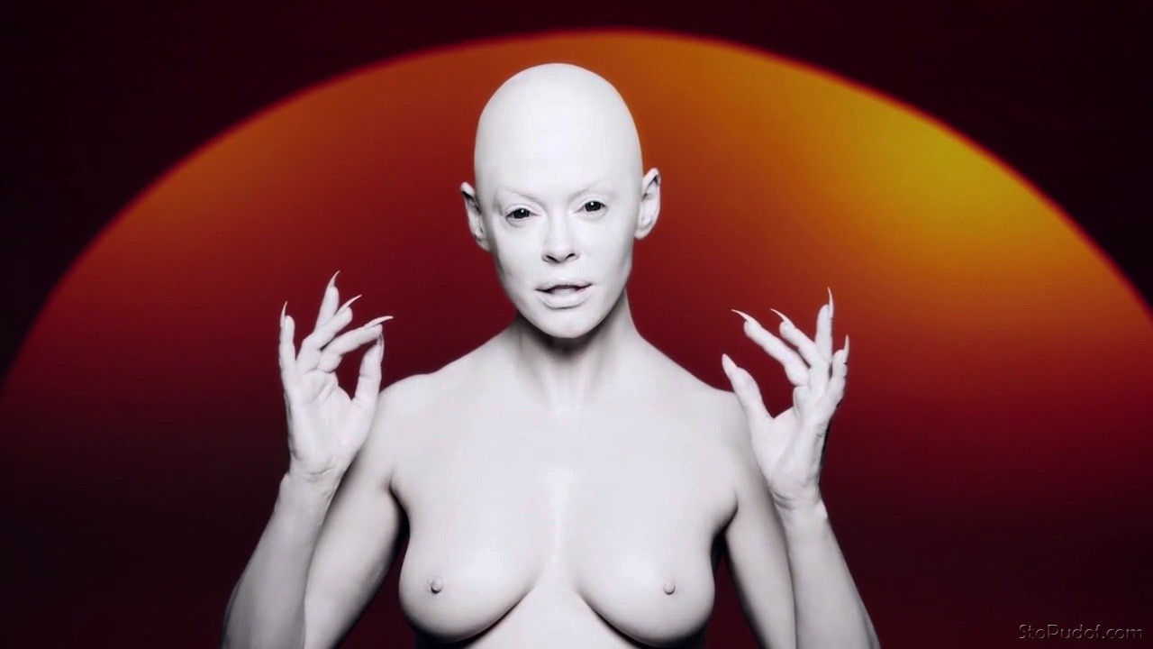 celebrity nude pic Rose McGowan - UkPhotoSafari