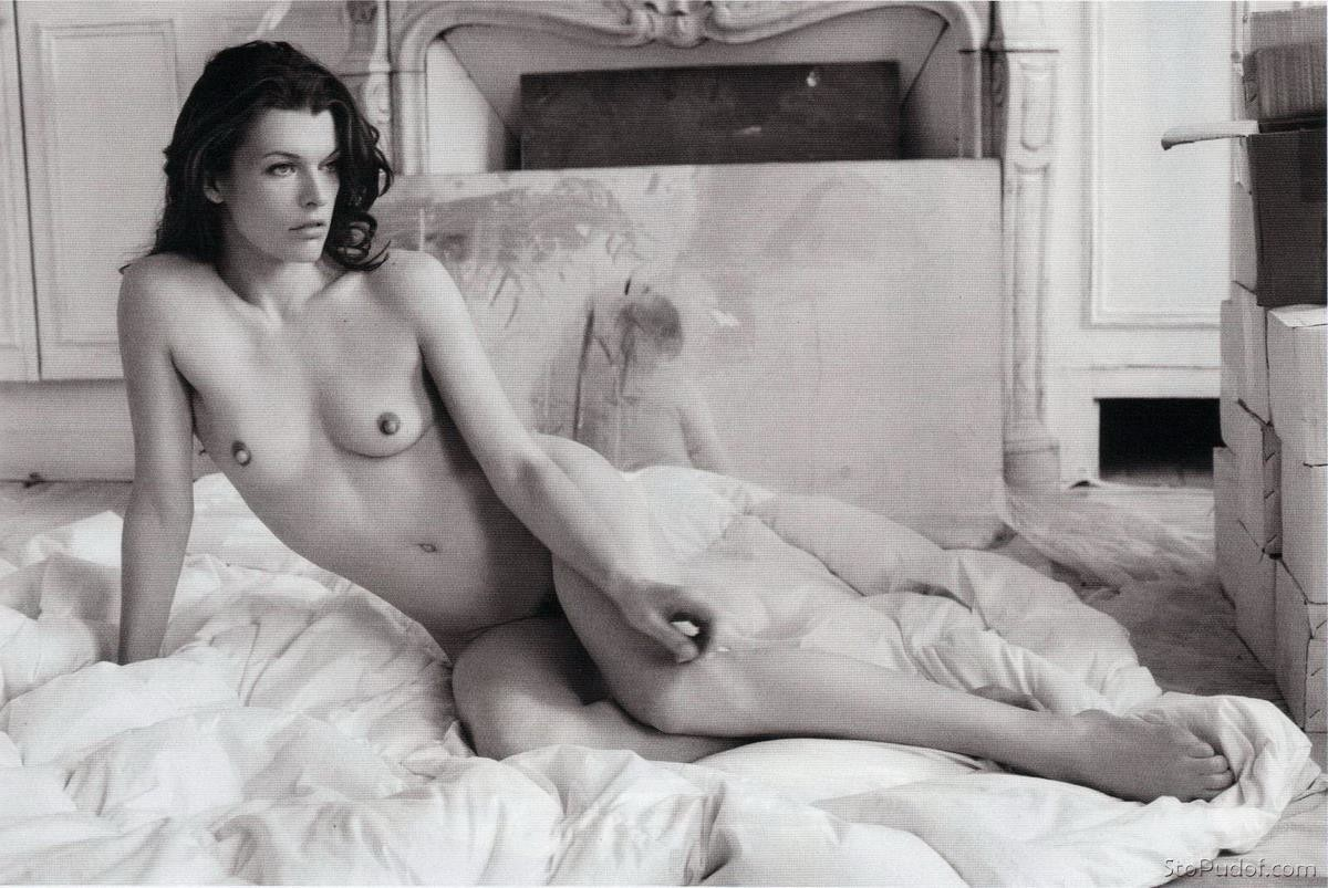 find naked pictures of Milla Jovovich - UkPhotoSafari
