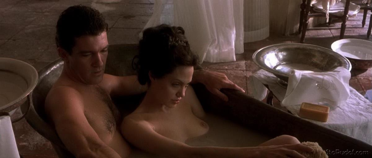free pictures of Angelina Jolie nude - UkPhotoSafari