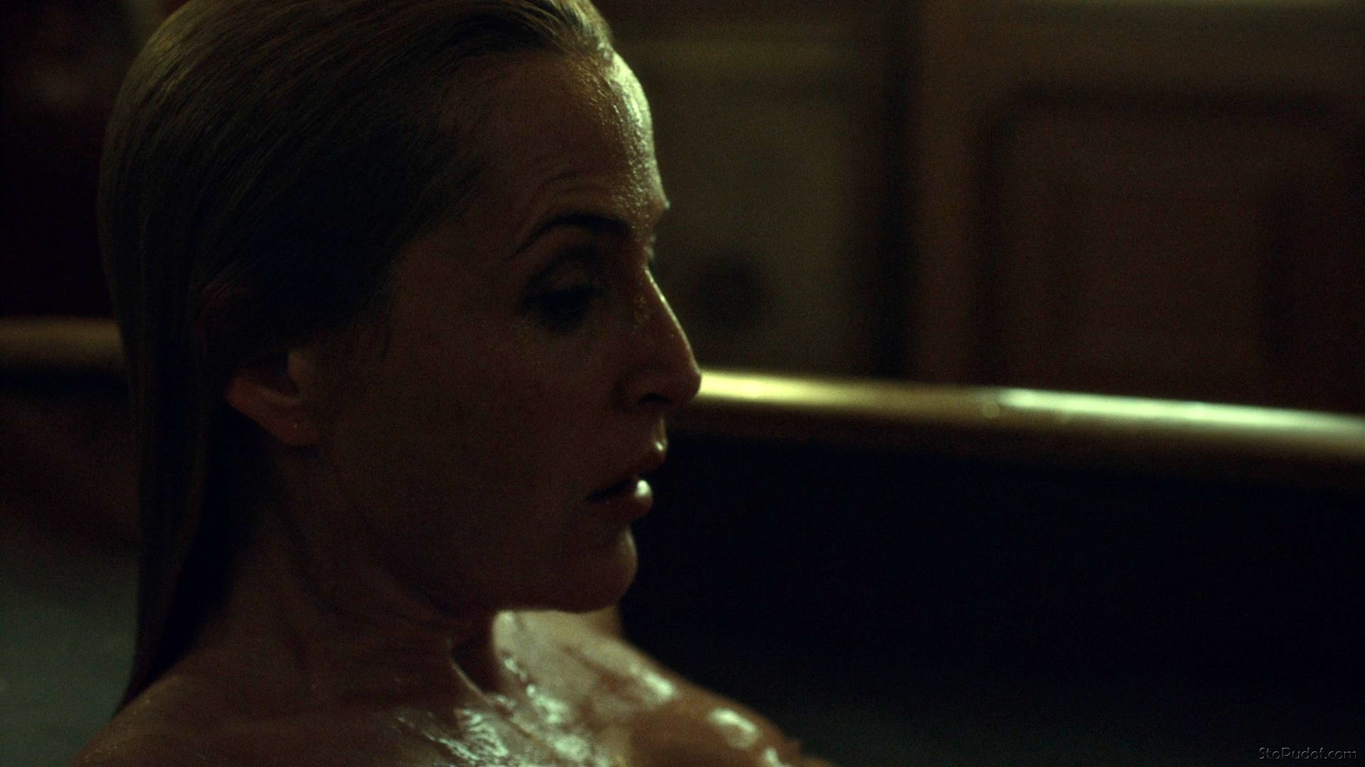leaked pictures of Gillian Anderson naked - UkPhotoSafari