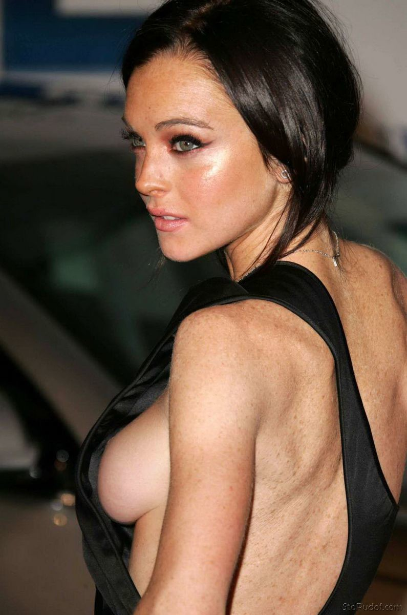 look at Lindsay Lohan nude photos - UkPhotoSafari
