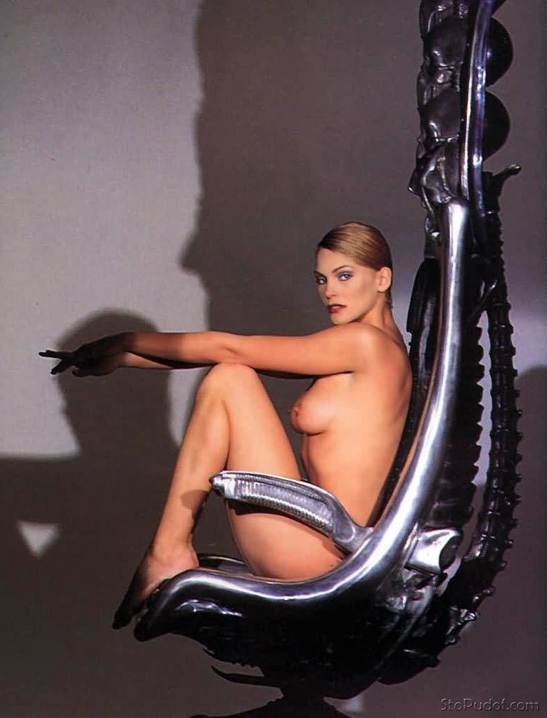 more nude pictures of Natasha Henstridge - UkPhotoSafari