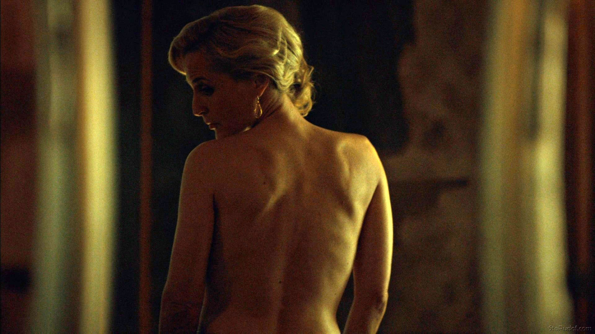 naked photos of Gillian Anderson and jennifer lawrence - UkPhotoSafari
