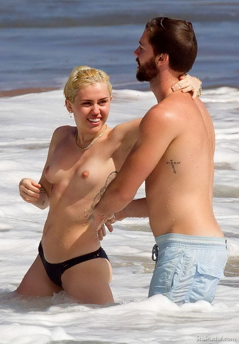 naked pictures Miley Cyrus - UkPhotoSafari
