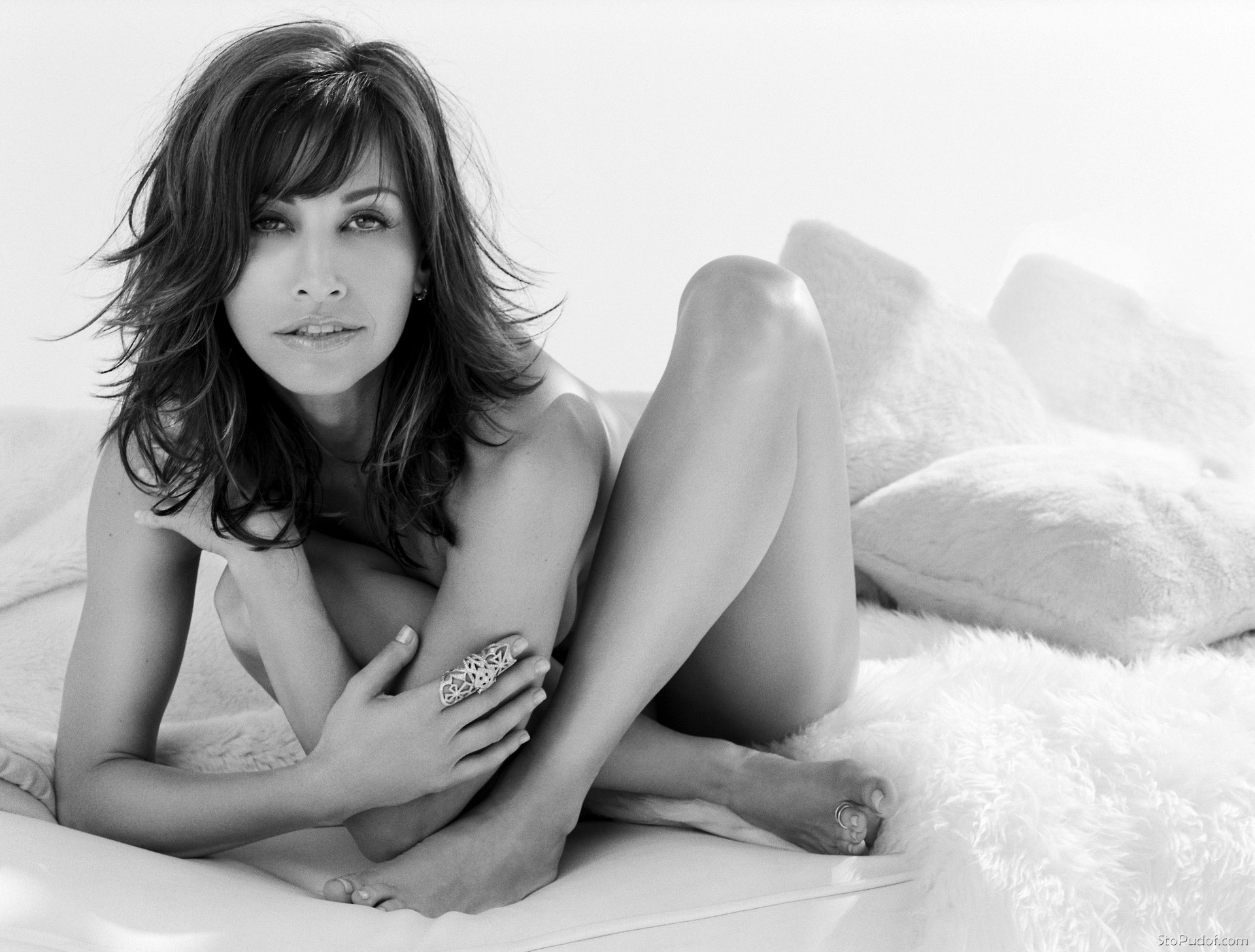 nude hacked pictures of Gina Gershon - UkPhotoSafari