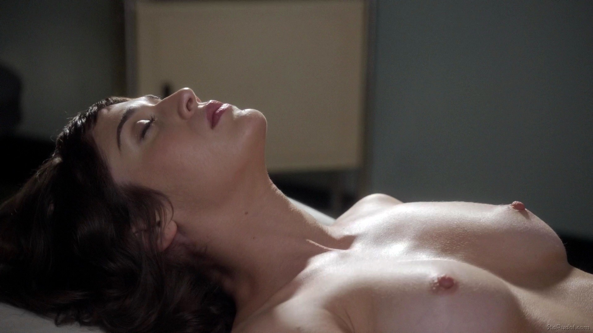 Lizzy caplan nude leaked photos