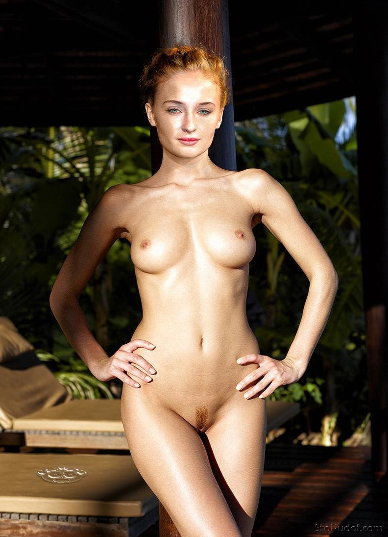 nude photo leak of Sophie Turner - UkPhotoSafari