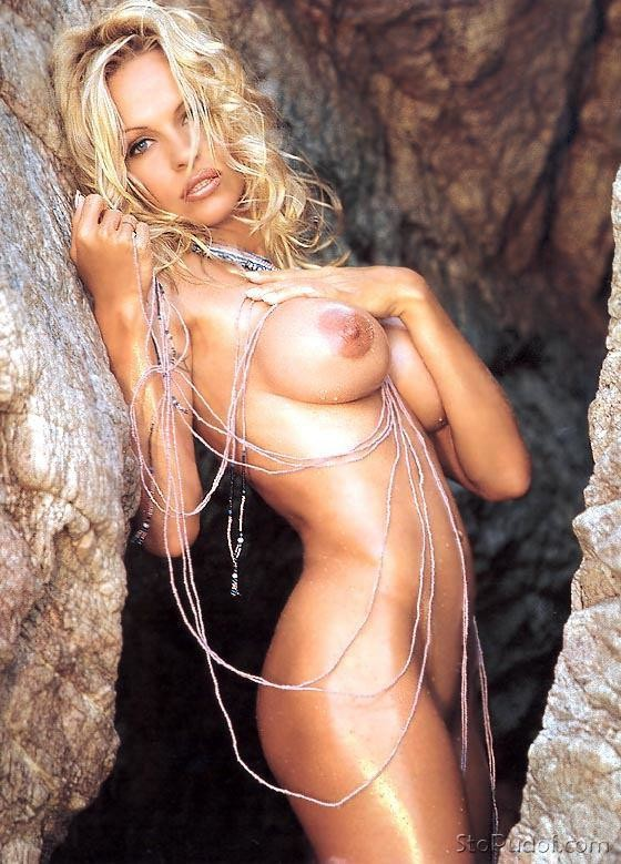 photo of Pamela Anderson naked - UkPhotoSafari