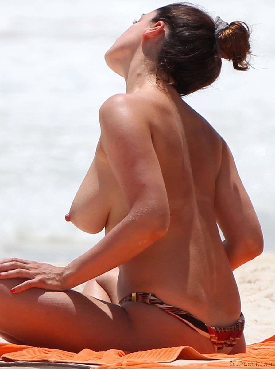 pics of Kelly Brook nudes - UkPhotoSafari
