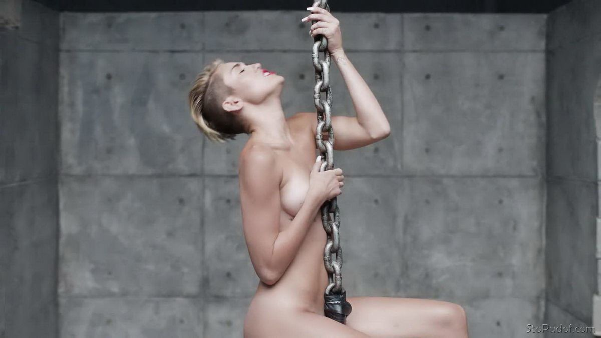 pictures of naked Miley Cyrus - UkPhotoSafari