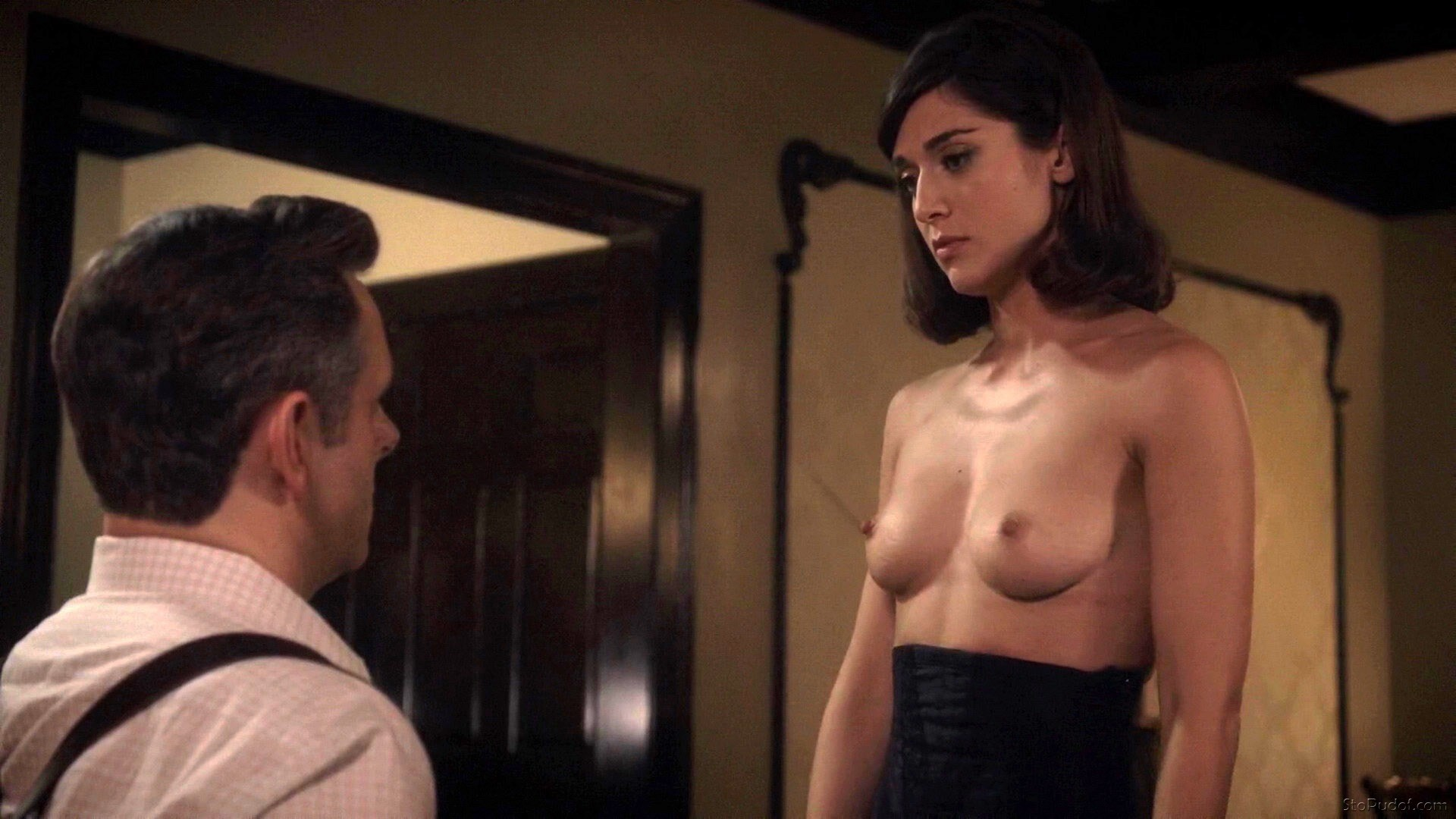 real naked pictures of Lizzy Caplan - UkPhotoSafari